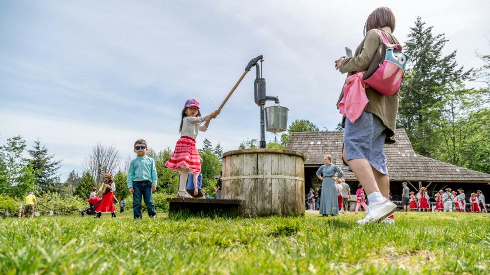 Things to Do During Spring Break, Stewart Farm
